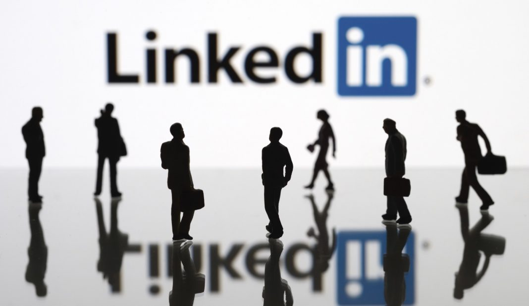 Apple и Google удалили приложение LinkedIn