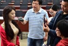 Сверхреалистичного и покорного робота-женщину представили в Китае