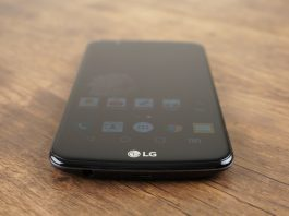 Смартфон LG K10 2017 вышел в продажу в России