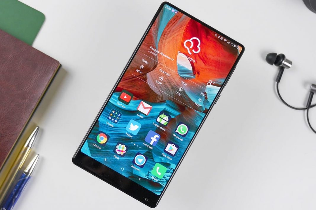 Глава Xiaomi подтвердил начало массового производства безрамочного Mi Mix 2