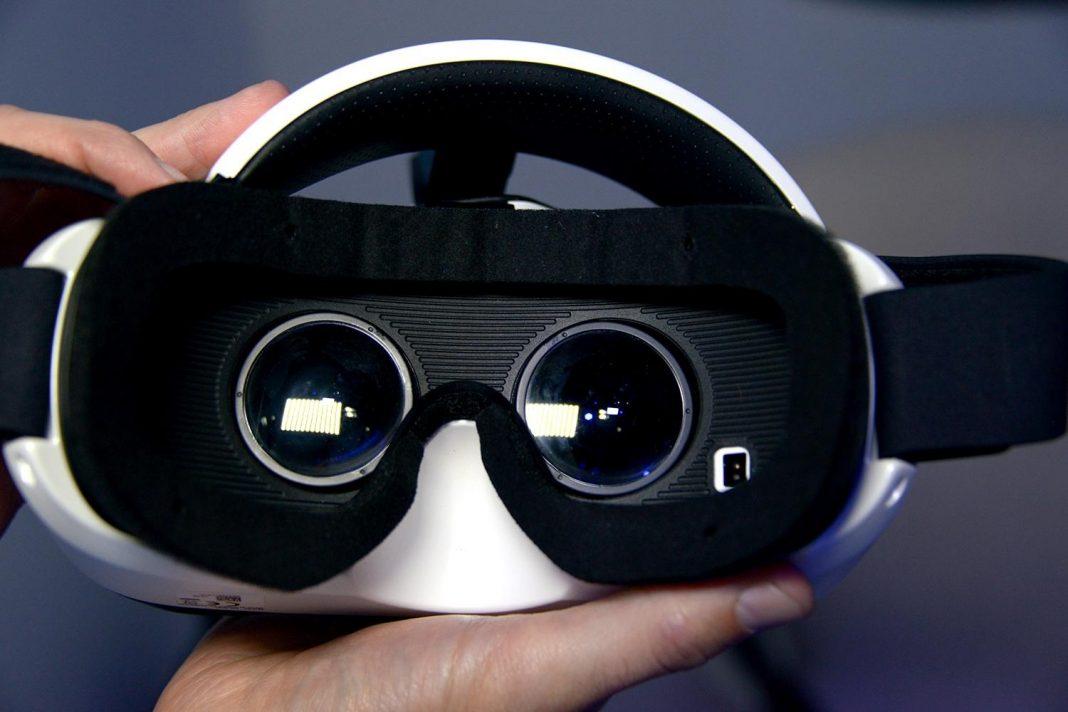 Samsung готовит автономный шлем Gear VR со сверхчетким дисплеем
