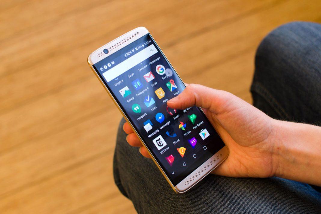 Смартфон ZTE Axon 7 получит Android 8.0 Oreo в апреле 2018 года