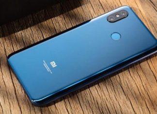 Мощный смартфон Xiaomi Pocophone F1 появился в магазинах до анонса