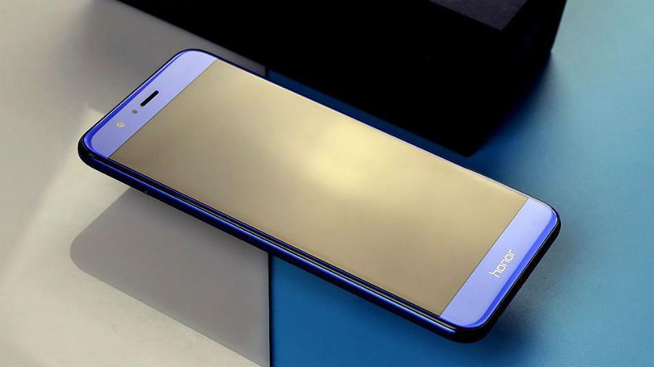 Безрамочный Huawei Honor 7X с двойной камерой готовится к запуску в России