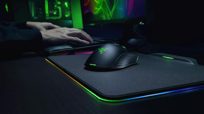 Игровая мышь Razer Mamba HyperFlux питается от коврика без проводов