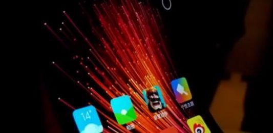 Huawei подтвердил разработку смартфона-раскладушки с гибким дисплеем
