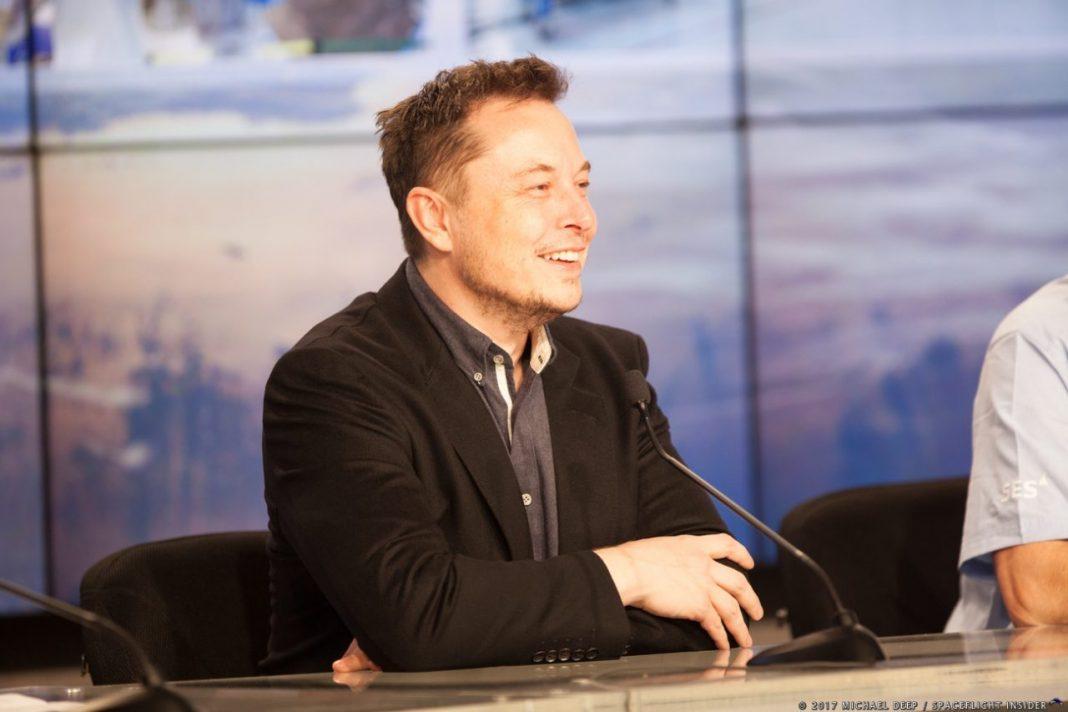 Илон Маск (Elon Musk) с вероятностью 70% может отправиться осваивать Марс. Об этом известный предприниматель заявил в недавнем интервью журналистам ресурса Axios телевизионной сети HBO.