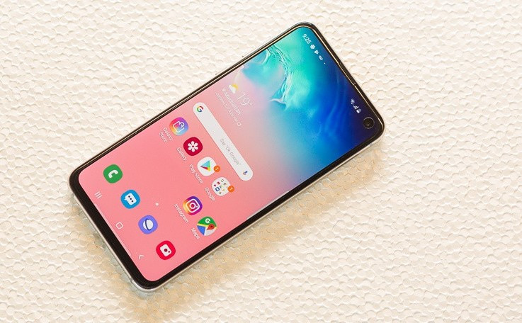 Samsung планирует выпустить недорогой смартфон с флагманским процессором Snapdragon 855