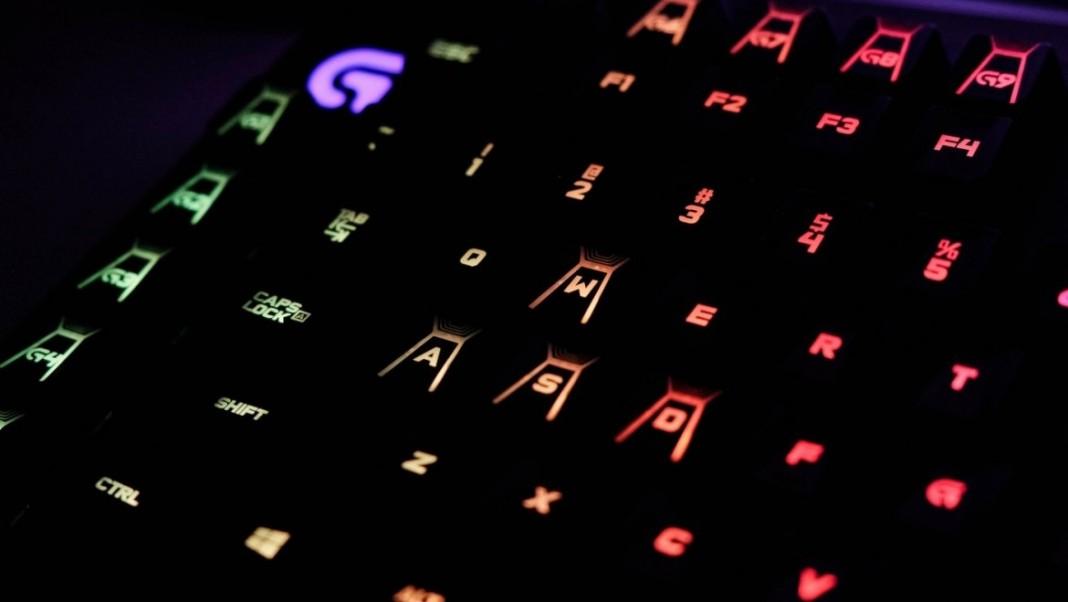 Logitech представила механические геймерские клавиатуры G610 Orion Brown и Red