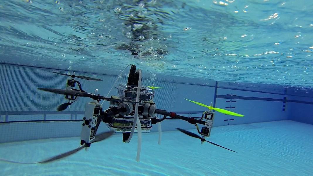 Создан квадрокоптер, способный взлетать из-под воды