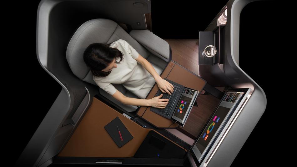 Panasonic оснащает самолетное пассажирское место дисплеем 4К и беспроводной зарядкой
