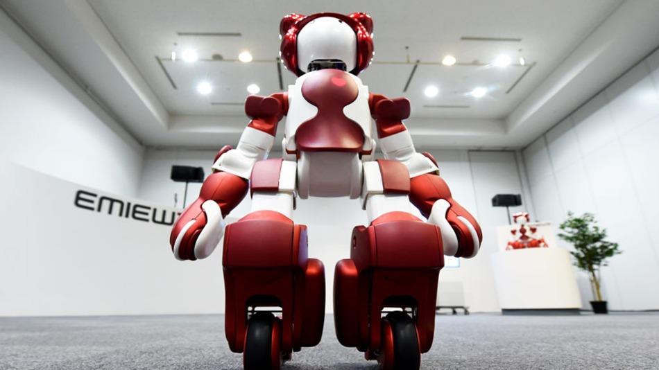 Hitachi EMIEW3 — первый человекоподобный робот, изначально создававшийся для работы в магазинах и общественных местах