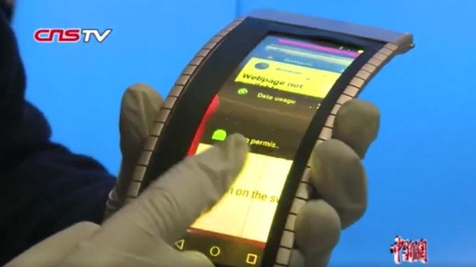 На выставке в Китае показали прототип гибкого смартфона с экраном OLED на основе графена