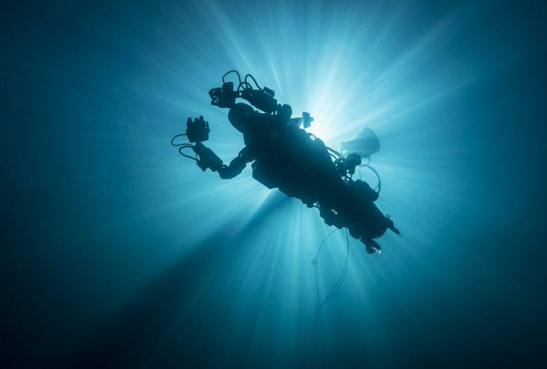Робот-водолаз OceanOne, созданный в Стэндфордском университете, опробован на практике