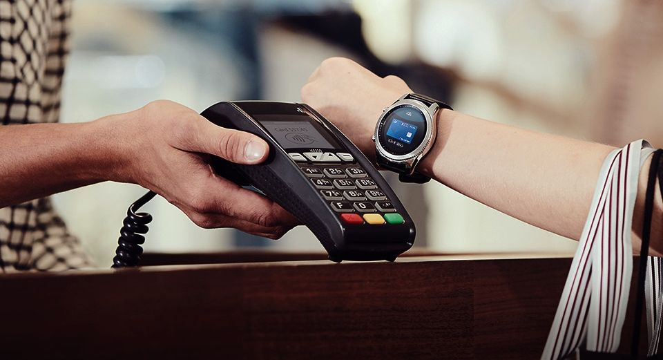 Сервис Samsung Pay на умных часах Gear S3 стал доступен для владельцев практически любых смартфонов