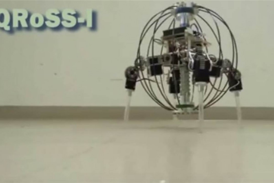 Конструкция корпуса робота QRoSS позволяет безопасно бросать его в нужном направлении