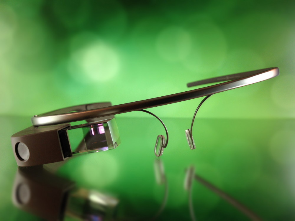 Создатели Google Glass работают над тремя носимыми устройствами