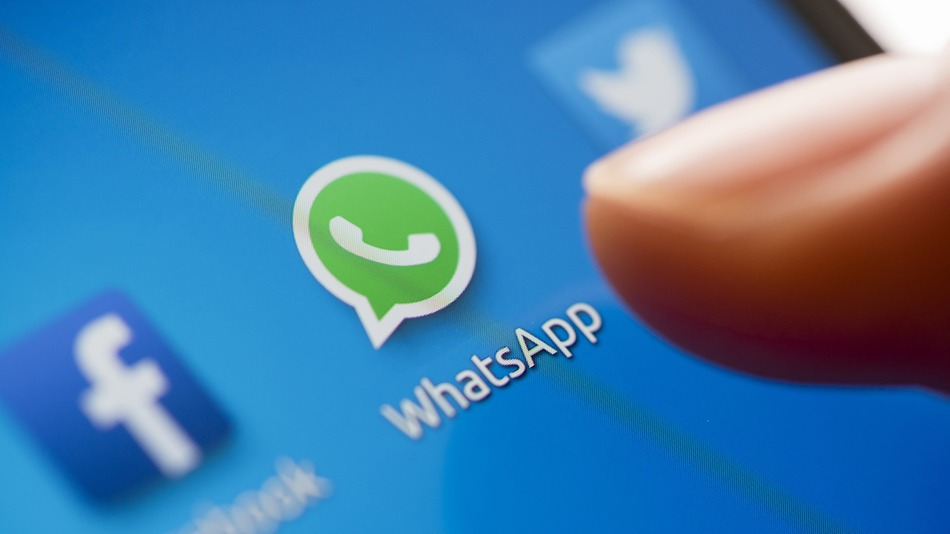 WhatsApp передаст Facebook базу с номерам