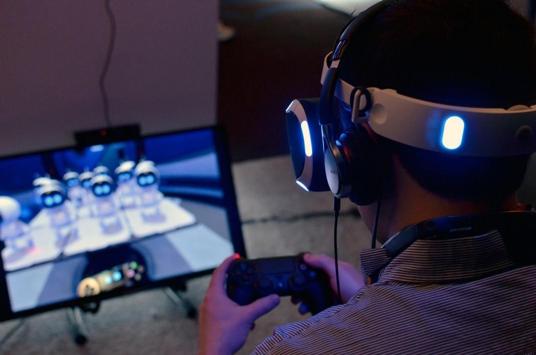 Розничная версия гарнитуры PlayStation VR будет подключаться к консоли через ящик размером с Nintendo Wii
