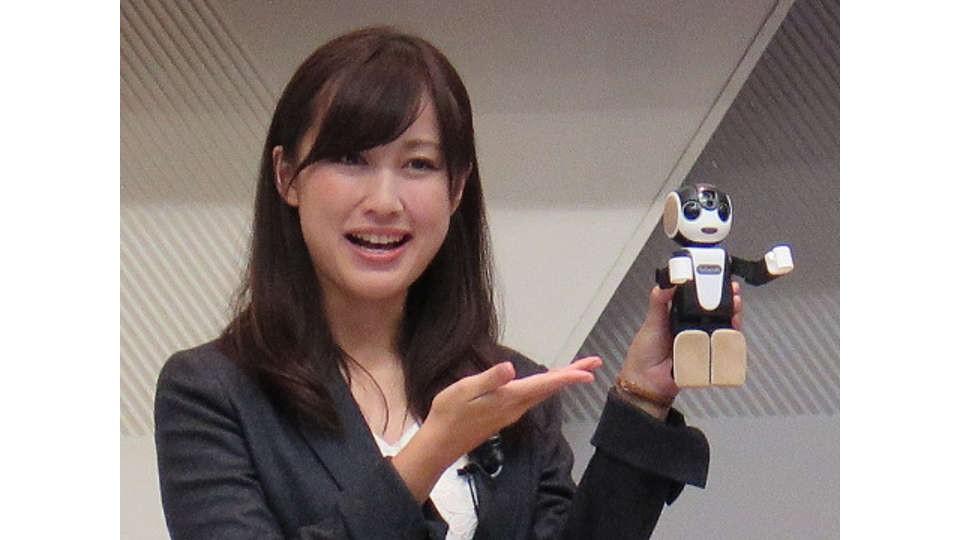 Sharp выпускает ходячий робосмартфон RoboHon