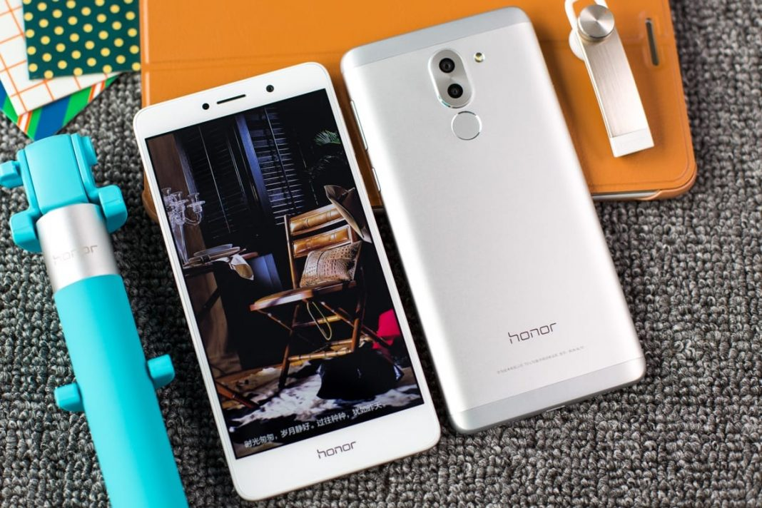 Huawei и Honor запустили сервис по ремонту смартфонов с доставкой в России